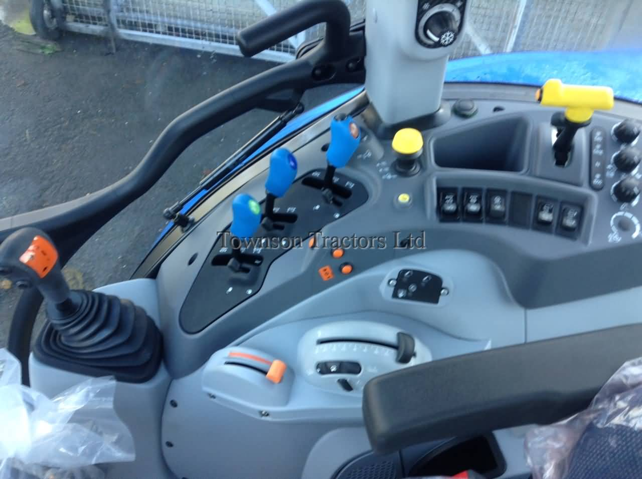 New Holland T5.120 Electro Command - Townson Tractors on